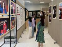 """""""李亚威影视作品海报展""""在深圳青年广场揭幕"""